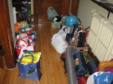 J'ignore comment tout cela va rentrer dans la voiture... Absente sur la photo: toute la nourriture au frigo.