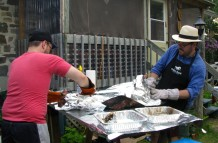 Avant le découpage, on laisse reposer la viande une trentaine de minutes. Ça fait donc 7 heures entre le mise au feu et la dégustation.